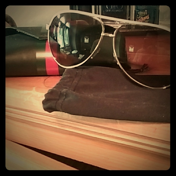 f9a10780d6e5f Gucci Other - Unisex Gucci Aviator Sunglasses